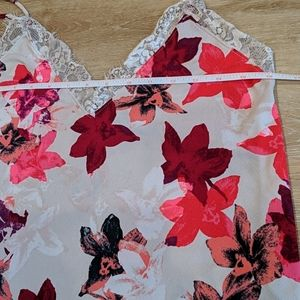 Express one eleven camisole top floral with lace